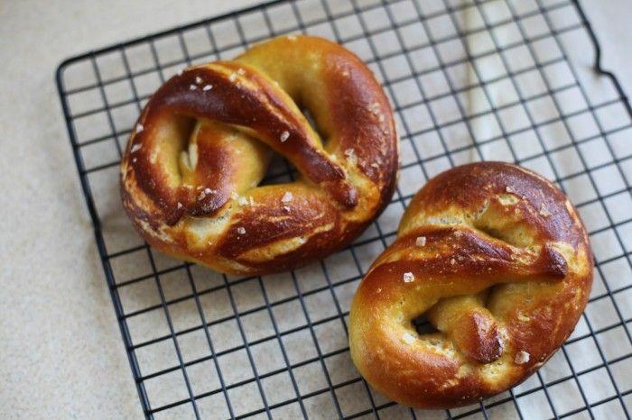 Recept na vynikajúce a poctivé slané Domáce praclíky.Najlepšie a najjednoduchšie praclíky na svete.