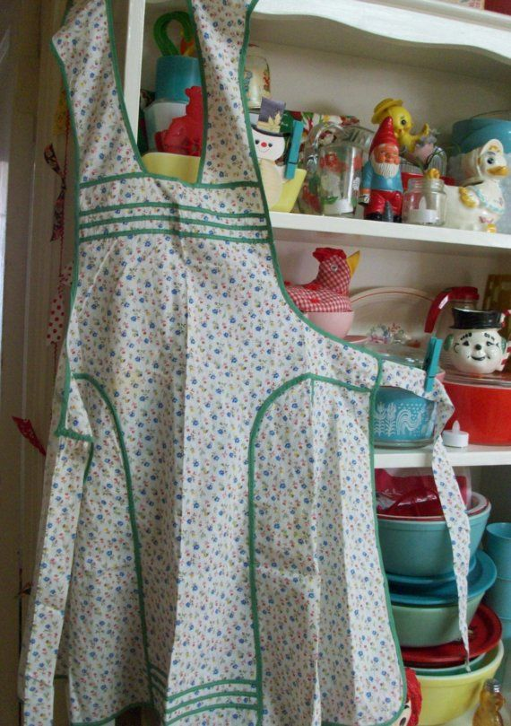 Reminds me of the apron my Grandma wore. I can almost smell the peanut butter cookies she made when she wore it.