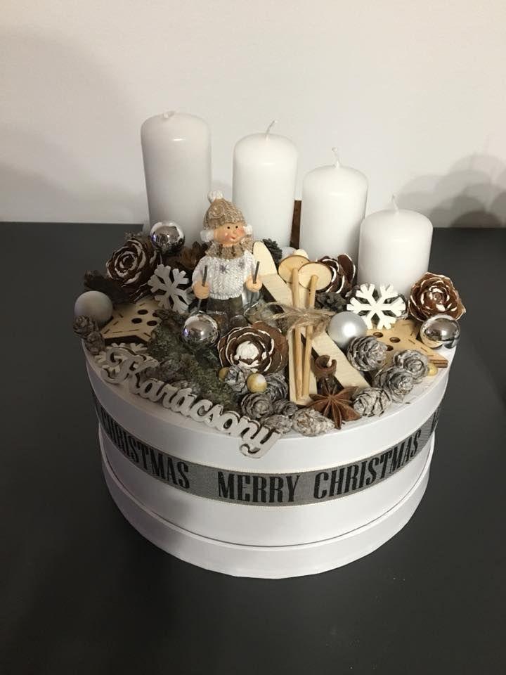 Síelős fehér dobozka (síléces)   / advent  karácsony  koszorú  gyertya  egyedi  saját készítésű  ünnep  toboz /