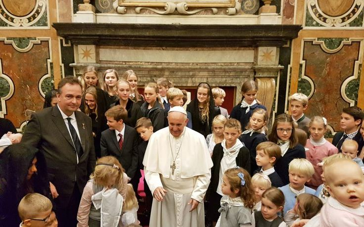 Pope Francis with Habsburg children in the Clementine Hall at the Vatican (Severin Meister)