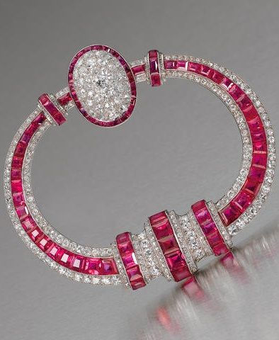 Art Deco rubí y diamantes broche de Georges Fouquet, alrededor del año 1925.