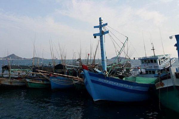 5 tàu cá và 48 ngư dân Việt Nam bị bắt tại Thái Lan - http://www.daikynguyenvn.com/viet-nam/5-tau-ca-va-48-ngu-dan-viet-nam-bi-bat-tai-thai-lan.html