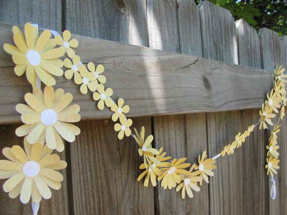 mellow yellow paper daisy chain  sweet paper flowers