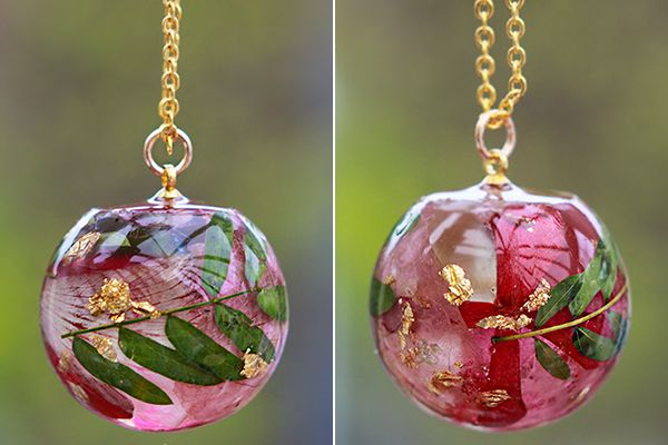 Encapsulate your favorite wedding flowers in a resin pendant necklace by Lost Forest.