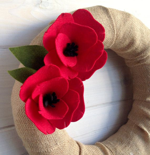 Burlap & Felt Wreath Handmade Door Decoration Poppy di ItzFitz
