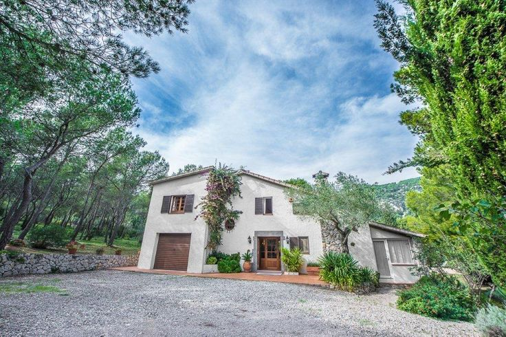 Masia Canyelles a stunning 5 bed property with pool and 10,000 sq mt land for sale.