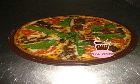 Kavurmalı Pizza Tarifimiz  http://www.tatlitutkusu.com/kavurmali-pizza-nasil-yapilir/  #pizza #italyan #italy #roka #domates #olala #kavurma #tatlıtutkusu #ispanya #espanyol #fransa #adana #mardin #istanbul #ankara #bursa #antalya #diyarbakır