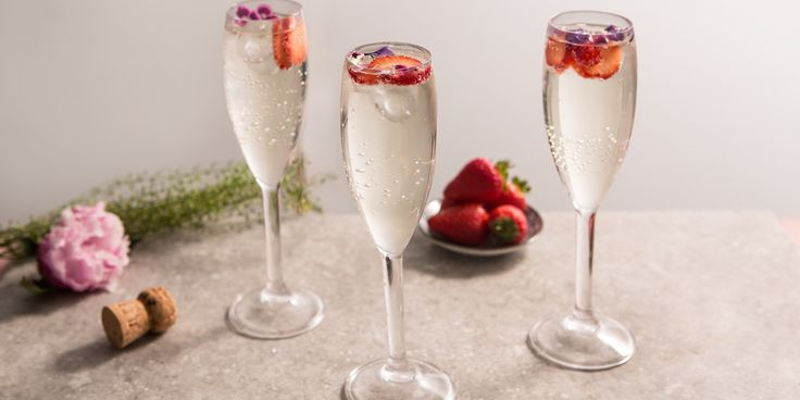 """Monica Shaw's Elderflower Prosecco cocktail is known as the """"Bump Start"""". Find out why and how to make it here!"""