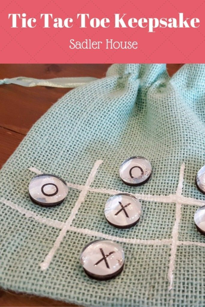 Make your own adorable and portable Tic Tac Toe keepsake gift. Perfect for teacher gifts, car and beach trips, or vacation rental gift baskets. Includes printable! #DIY  #Tutorial #Craft #kids #teachergift #tictactoe