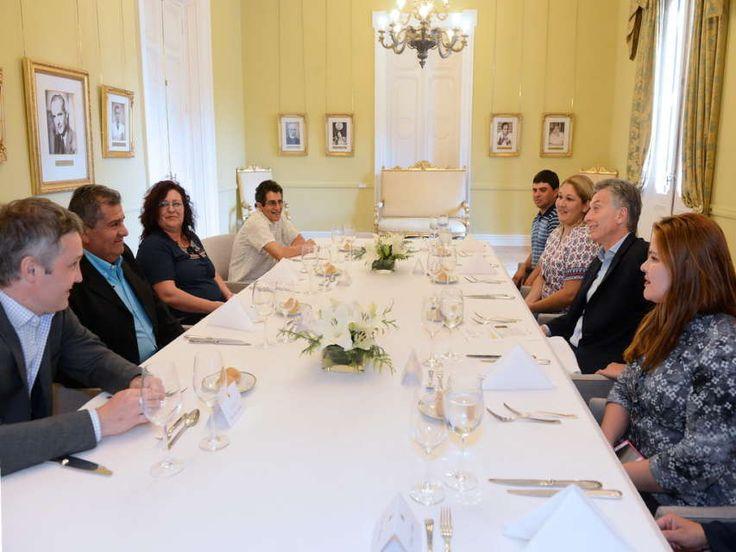 Mauricio Macri compartió un almuerzo en la Casa Rosada con cuatro ciudadanos y habló con ellos sobre las problemáticas de los distritos donde residen