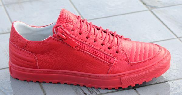 Antony Morato heeft weer een paar luxe sneakers op de markt gebracht. Val lekker op met deze dieprode kleur! https://www.sooco.nl/antony-morato-mmfw00566-rode-lage-sneakers-24073.html