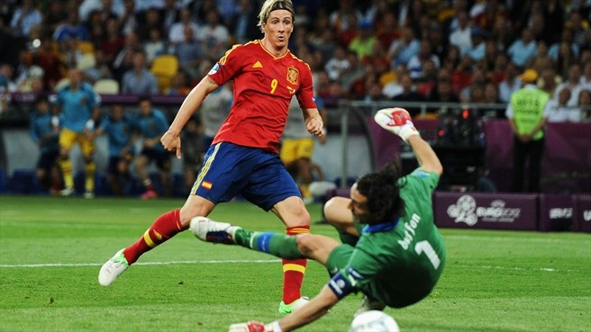 Fernando Torres of Spain scores the third goal past Gianluigi Buffon of Italy during the UEFA EURO 2012 final  ©Getty Images