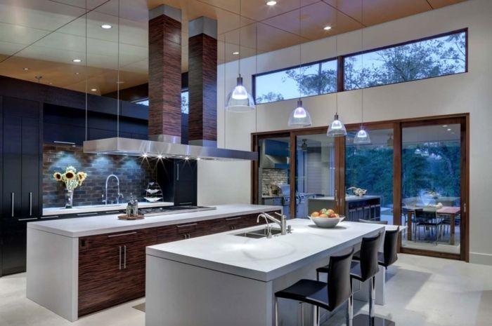 cocina tradicional, cocina con dos barras alargadas en blanco ...