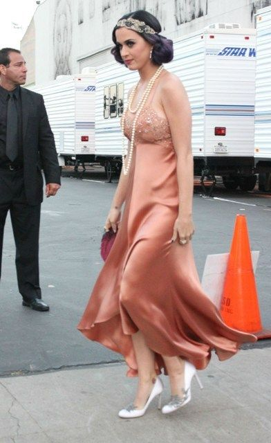Katy Perry in a flapper look <3 And she's wearing Bella Swan's wedding shoes :D