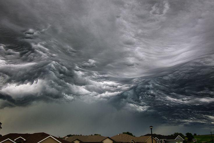 L'image du jour : Un orage qui ressemble aux vagues de l'océan dans le nord de Lincoln, Nebraska