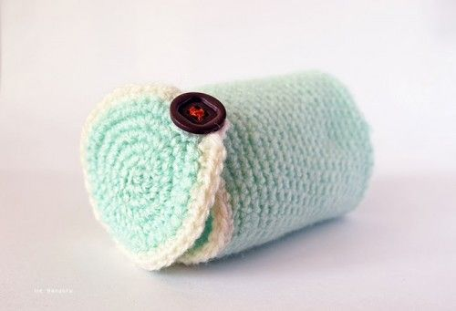 DIY Crocheted Camera Lens Cozy | Shelterness