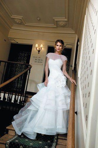 Brautkleider zum Verlieben: Finde Deine Traumrobe auf www.gofeminin.de  #braut #brautkleid #tüll #hochzeit #braut #blume #mermaid