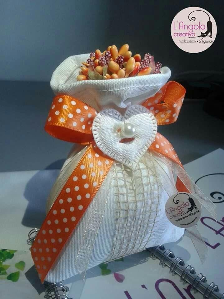 Bomboniera Sacchetto fiori d'arancio matrimonio realizzato interamente a mano....