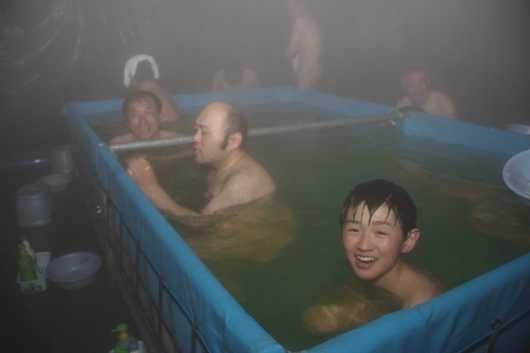 笑顔がこぼれる生活支援隊の入浴支援(第5後方支援隊)