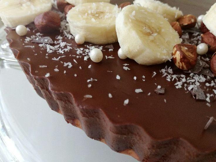 Nesmrteľná lahodná kombinácia čokolády a banánu na chutnom ceste z kokosovej múky. Fantastický čokoládovo - banánový tart je bez lepku, mlieka a cukru.