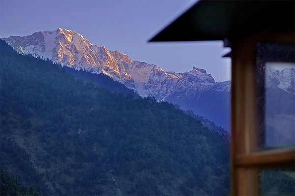 Dazzling Picturesque Mountain Hotel in Remote Area : Picturesque Mountain Hotel Mountain View