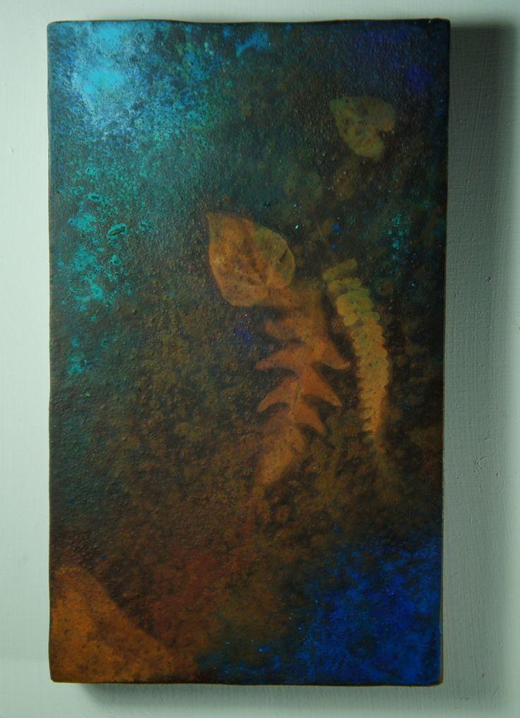 """"""" Spettro # 4 """" ( Spettri da Terezin ) """"...forse il bosco ci proteggerà..."""" Pittura subacquea su pseudofossile su ferro ossidato, 2014. cm 20 x 12."""