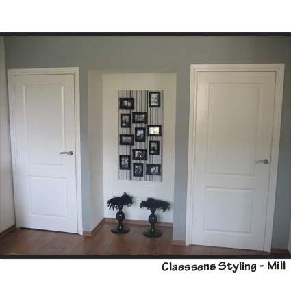 Wandbekleding met behang en zwarte fotolijstjes