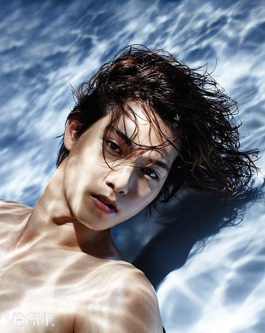 CNBLUE's Jonghyun takes on an interesting theme for 'Vogue' magazine | http://www.allkpop.com/article/2014/08/cnblues-jonghyun-takes-on-an-interesting-theme-for-vogue-magazine