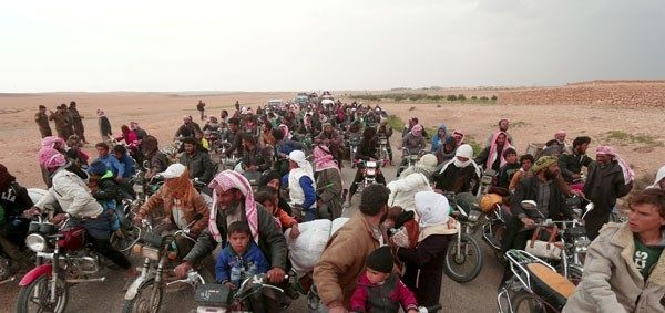 "Batas kemampuan Lebanon untuk pengungsi Suriah  Warga mengendarai sepeda motor meninggalkan daerah sekeliling bendungan Sungai Efrat timur kota Raqqa Suriah Kamis (30/3/2017). (REUTERS)  Perdana Menteri Lebanon Saad Hariri memperingatkan negaranya sudah mencapai ""titik batas"" dengan menampung lebih dari satu juta pengungsi Suriah. Hariri menyerukan dukungan dan investasi dari komunitas internasional. Pernyataan Hariri datang saat badan pengungsi Perserikatan Bangsa-Bangsa (UNHCR) menyebut…"
