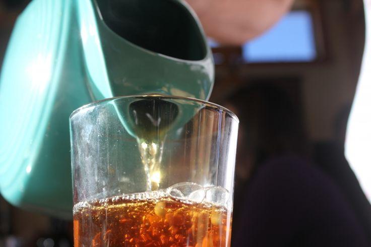 Zázvorový čaj recept. Zázvor je svými léčivými účinky znám už od pradávna. A nejvíce se hodí právě teď, v době nejrůznějších