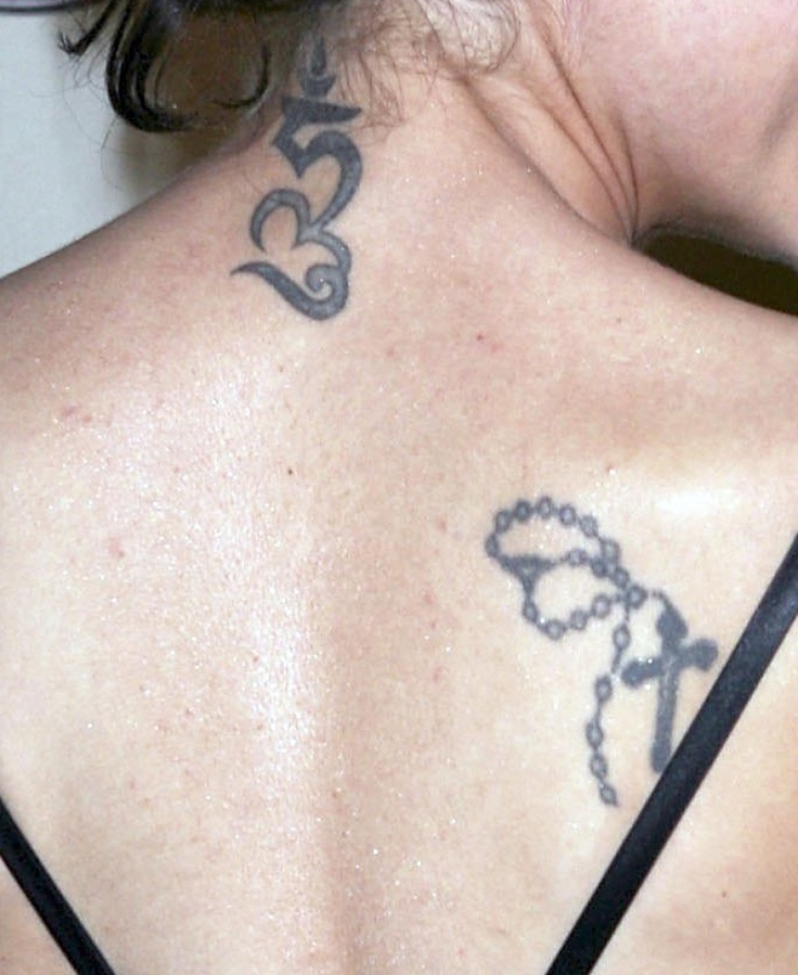 Celebrity Tattoos / Alyssa Milano - Love the Cross