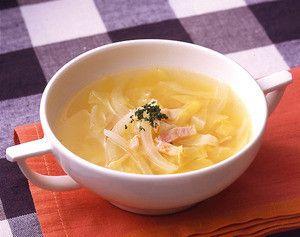 短時間で簡単に作れるキャベツとベーコンのスープレシピ