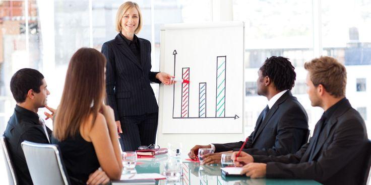 Reconozca los logros | Todos los empleados quieren hacer un buen trabajo. Y cuando lo hacen desean obtener reconocimiento de sus jefes. Desafortunadamente, pocos jefes hacen mucho para reconocer y premiar a los empleados por su buen trabajo. La buena noticia es que, hay muchas cosas que los jefes pueden hacer para reconocer a sus empleados, que cuestan poco o nada de dinero. Son fáciles de implementar, y ello toma solo unos minutos para lograrlo.
