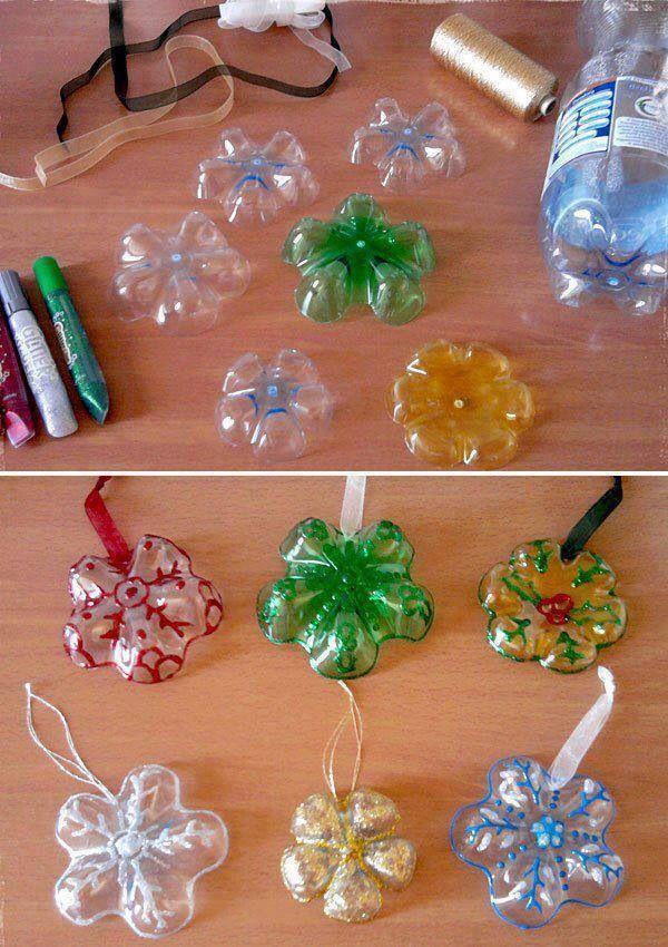 Bodem van plastic flesjes als kersthanger