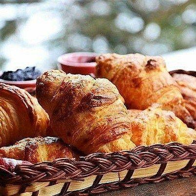 6 отметок «Нравится», 1 комментариев — 🍰🍩🍗🍕Простые Рецепты/Кулинария (@povar_bloger) в Instagram: «Домашние круассаны (по рецепту французской кондитерской)  Ингредиенты: Мука пшеничная 450 г Дрожжи…»
