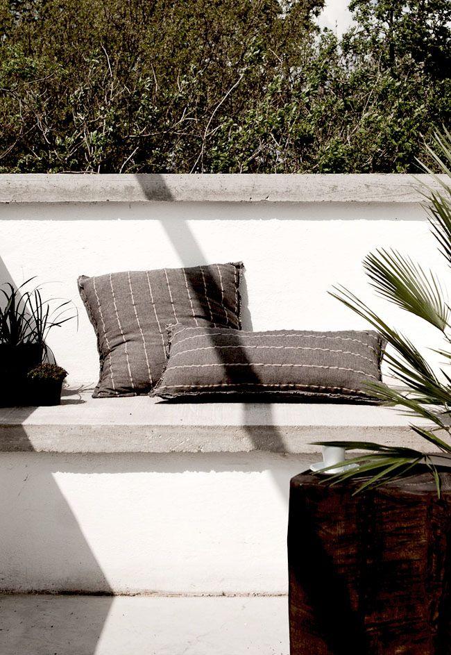 Concrete bench - Daniella Witte