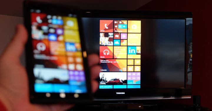 Microsoft lanza un adaptador de pantalla inalámbrico Windows y Android,Ante la disposición de cada vez más dispositivos móviles y gadgets, muchas veces se hace necesario poder transmitir contenido de uno a otro. Para esta finalidad, Microsoft acaba de lanzar un nuevo adaptador de pantalla inalámbrico que es compatible con Windows y Android.