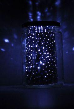 Haz con tus pequeños esta simpática lámpara estelar reciclando tarros o frascos de conservas!