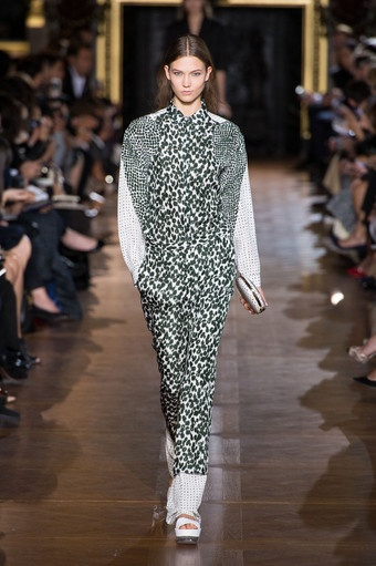 Fashionista Smile: Fashion, Beauty and Style: Stella McCartney: Geometries, Transparency and Bold Colors