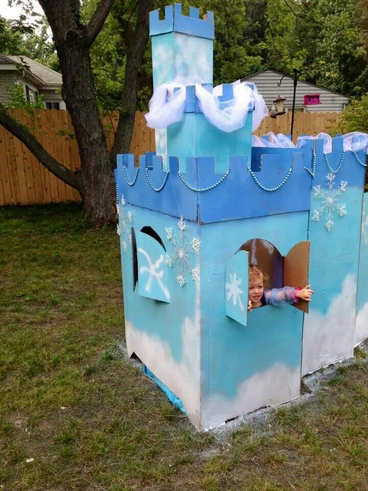 25 best ideas about frozen castle on pinterest disney for Castle made out of cardboard boxes