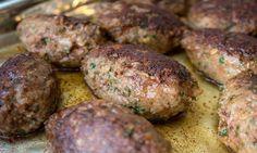 Persiljejärpar, en riktig gammal husmansklassiker i det svenska köket. Härligt saftiga och smakrika järpar med mycket kruspersilja och en krämig gräddsås