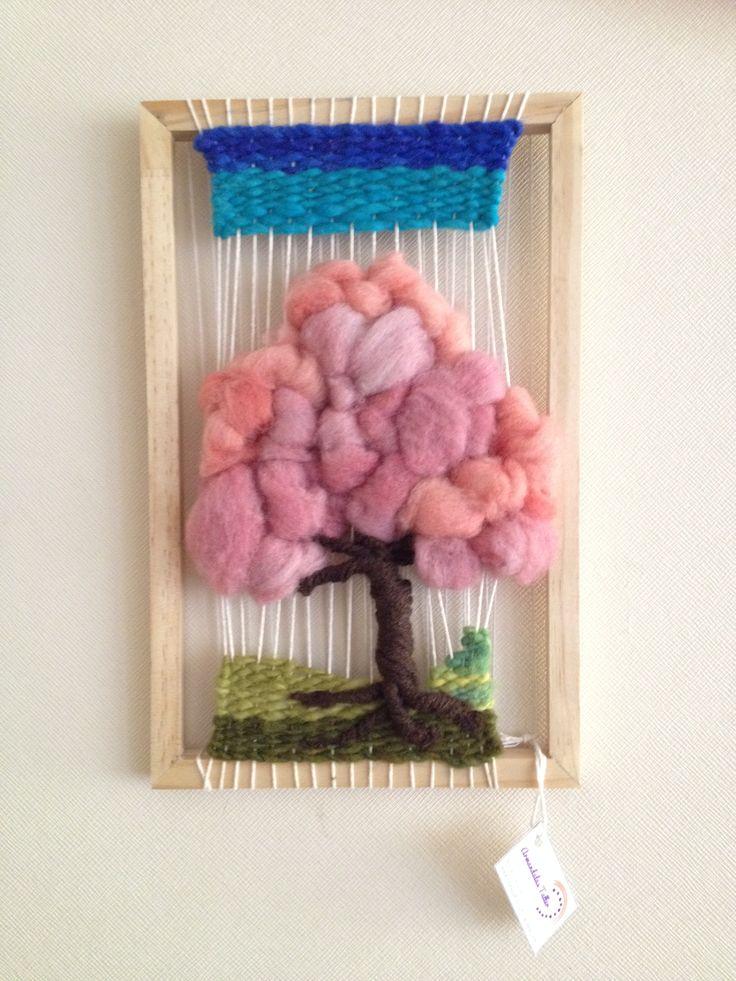 Árbol en Telar, hecho de lana natural y vellón.