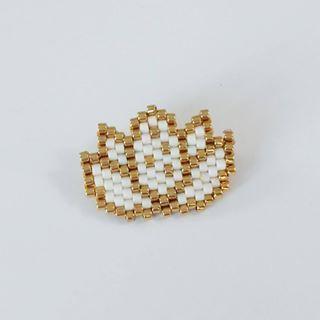 Détails....#jenfiledesperlesetjassume #lotus #fleur #perleaddict #bijou #alittlemarket #broche #motifliliazalee