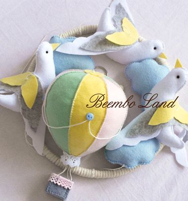 DIY Felt dove & balloon baby mobile (free sewing pattern) // Galambos léggömbös filc forgó babaágy fölé (ingyenes szabásminta) // Mindy - craft tutorial collection // #crafts #DIY #craftTutorial #tutorial