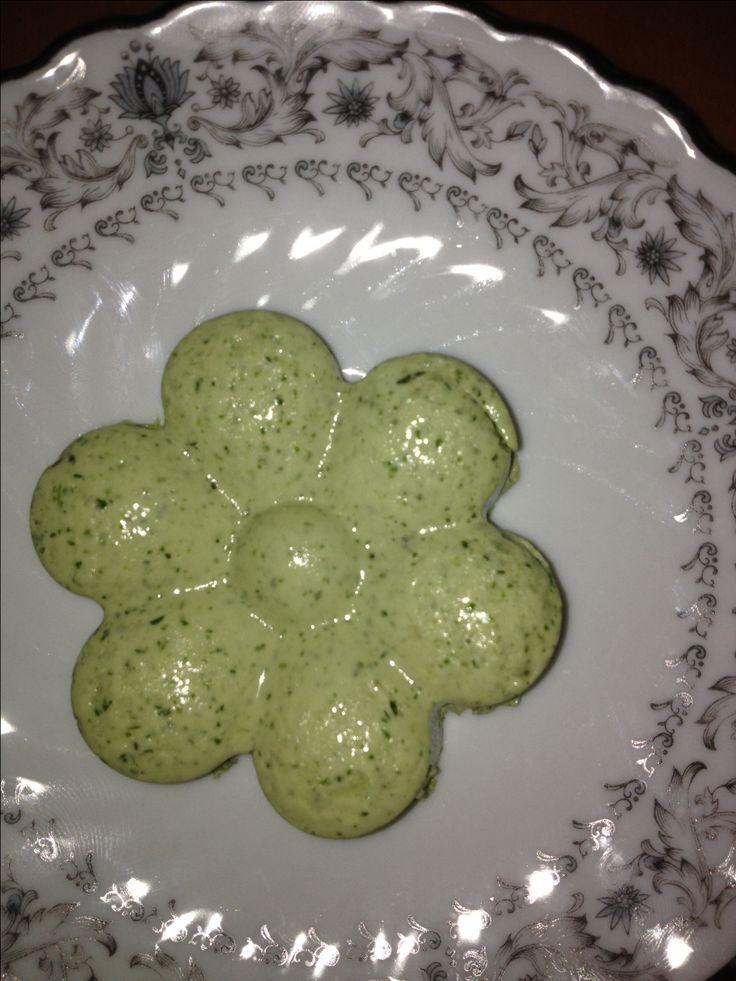 Fácil, y deliciosa botana de mousse de cilantro.