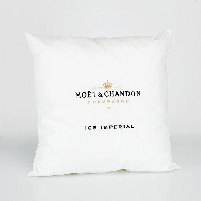 Ice Imperial Loungekissen - Champagne Moët et Chandon  Das Ice Imperial Loungekissen komplettiert das Accessoire-Sortiment für den Ice Imperial. Mit seinen Ma?en von 48x48cm wird es in jeder Lounge der Blickfang sein.