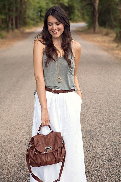 easy!: Boho Chic, Maxi Skirts Flowy Tops, Flowing I Tops, Long Skirts, Classic Chic Summer, Maxi Skirts Outfits Boho White, White Maxi Skirts, Feelings Boho, White Skirts