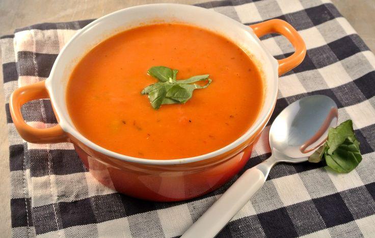 Tomaten-roomsoep met tortellini - Lekker en Simpel