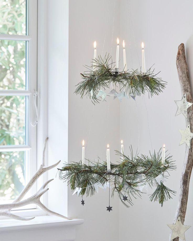 Hängende Adventskränze skandinavisch einfach