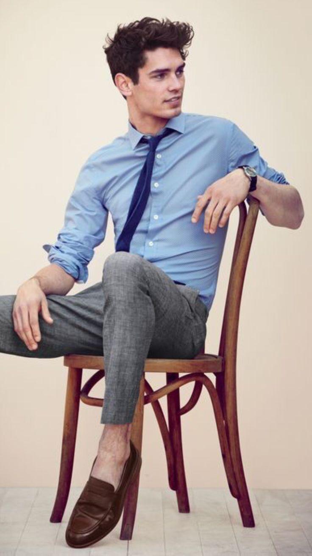 Die: Darkbrown Shoes + Lightgray Pant + Lightblue Shirt